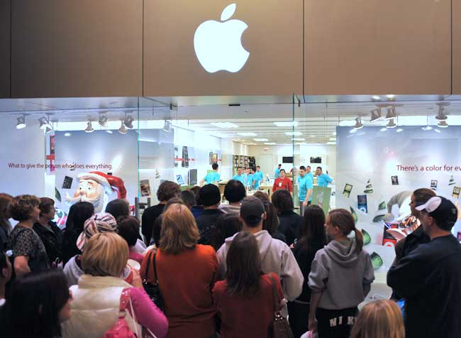 Apple Store crowd